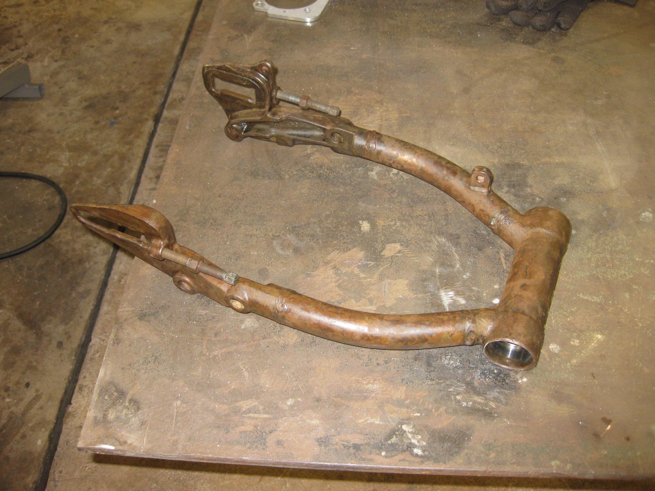 Swing Arm Lock : Early swingarm bearing conversion